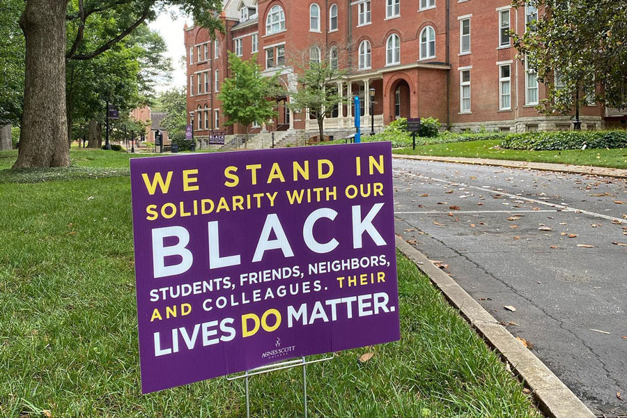 "A sign reading ""We stand in solidarity with our Black students, friends, neighbors, and colleagues. Their lives do matter."""