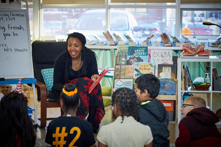 Aleesia Tolliver Johnson reading book to kids
